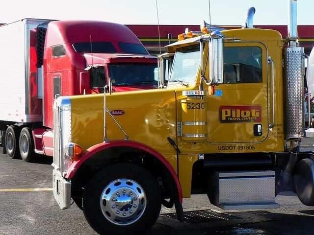 פורץ משאיות באישור משטרה